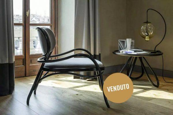 La Lounge chair Lehnsthul, una elegante poltrona di Wiener GTV Design