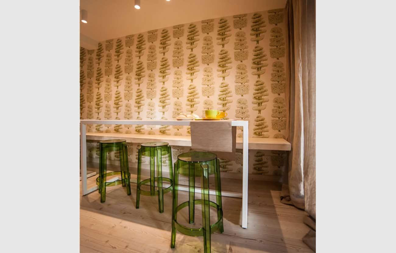 B&B Dimora al Bivacco particolare sala colazione con grande tavolo con sedie