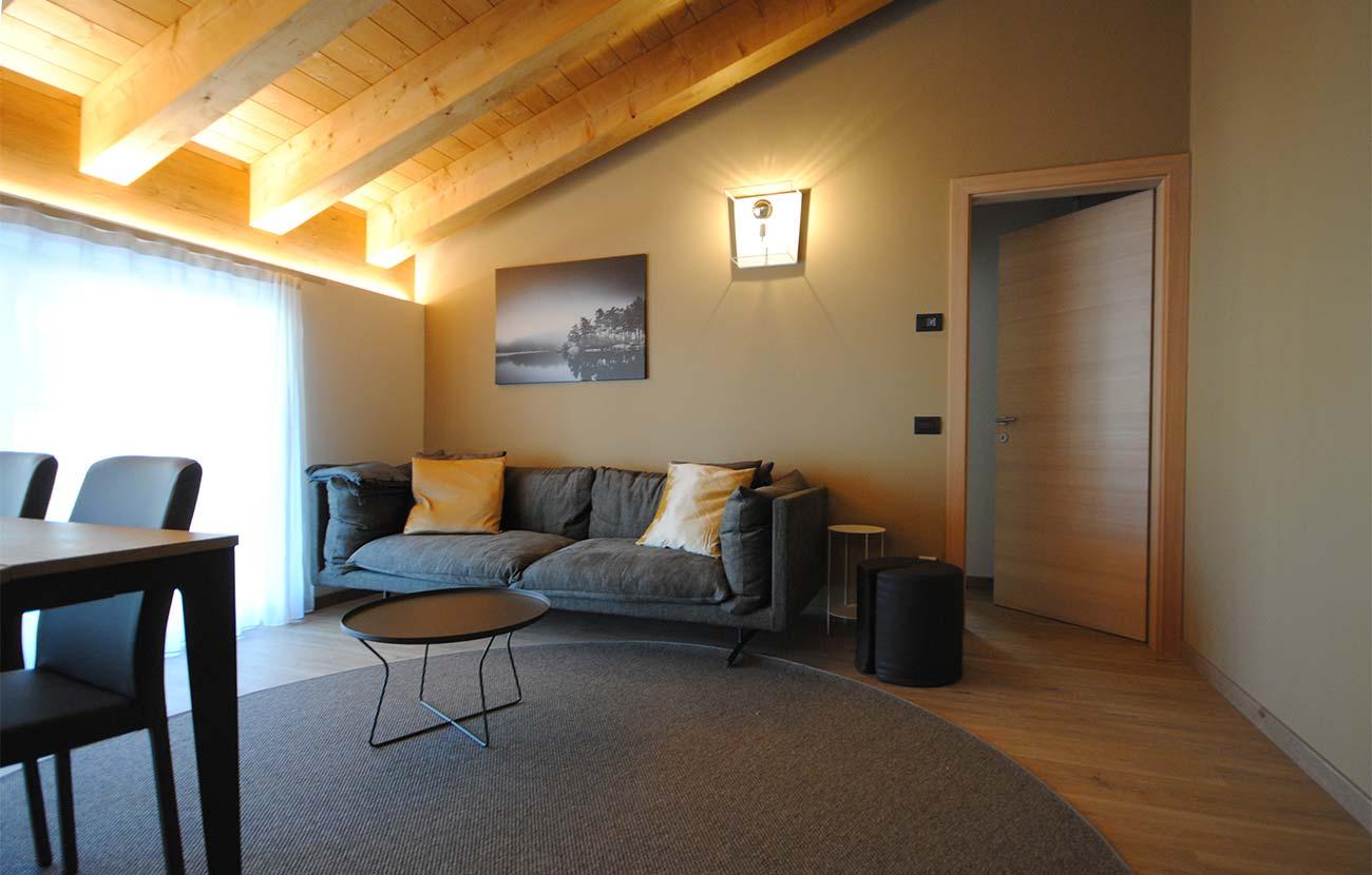 Salottino appartamento B&B con divano, tappeto e tavolino